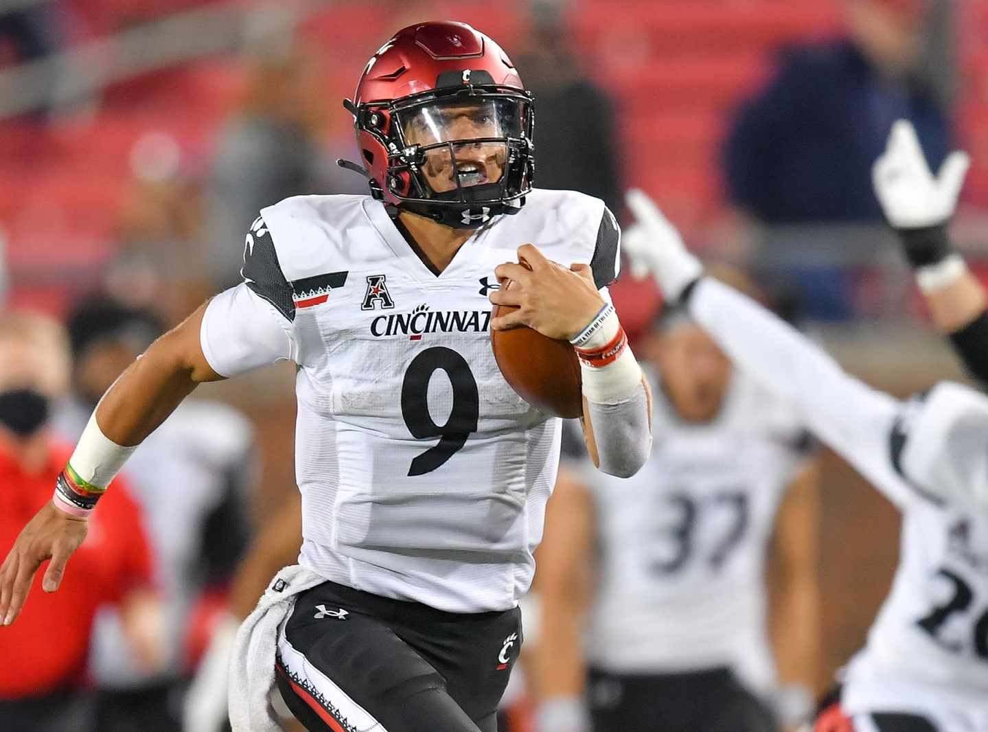 Peach Bowl Betting Preview: Cincinnati Bearcats vs. Georgia Bulldogs