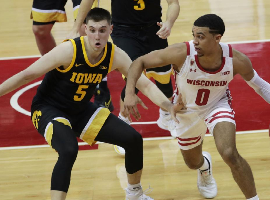 Wisconsin Badgers at Iowa Hawkeyes Betting Preview