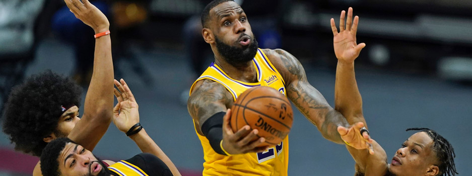 The Los Angeles Lakers look to stay perfect on the road this season when they visit the Philadelphia 76ers on Wednesday night.